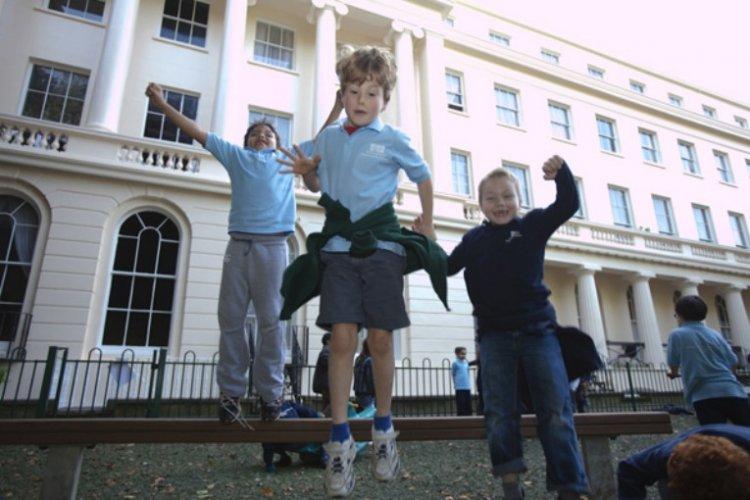Skola Gloucester Gate, Лондон проживание в семье