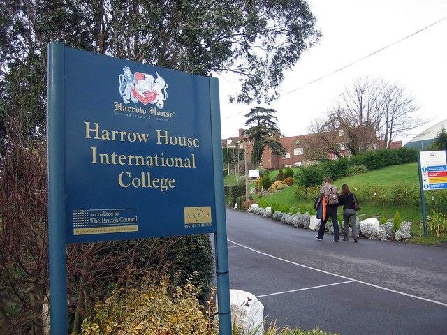 HARROW HOUSE, Свонедж проживание в семье и резиденции